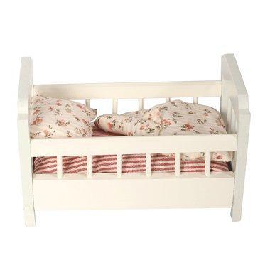 lit b b en bois avec parure maileg. Black Bedroom Furniture Sets. Home Design Ideas